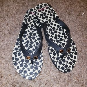 COACH GOLD BOW ACCENT FLIP FLOPS THONGS SANDALS.
